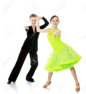 46083562-garçon-et-fille-enfants-dansant-tenant-par-la-main-les-enfants-font-cette-danse-de-salon-des-enfants-d
